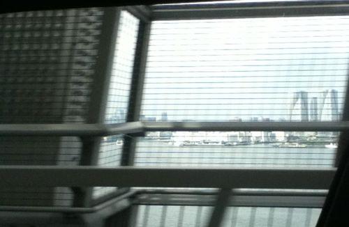 レインボーブリッジの下道から見た風景.jpg